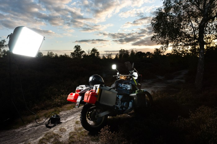 Photo de l'Africa-Twin avec des flashs Porofoto AcuteB2