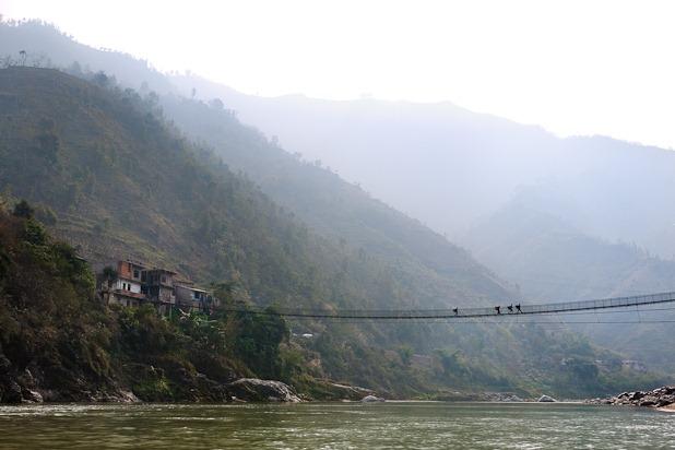 pont de corde au dessus de la riviere Trisuli